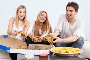 How to Plan a Party on a Budget: Inexpensive Food