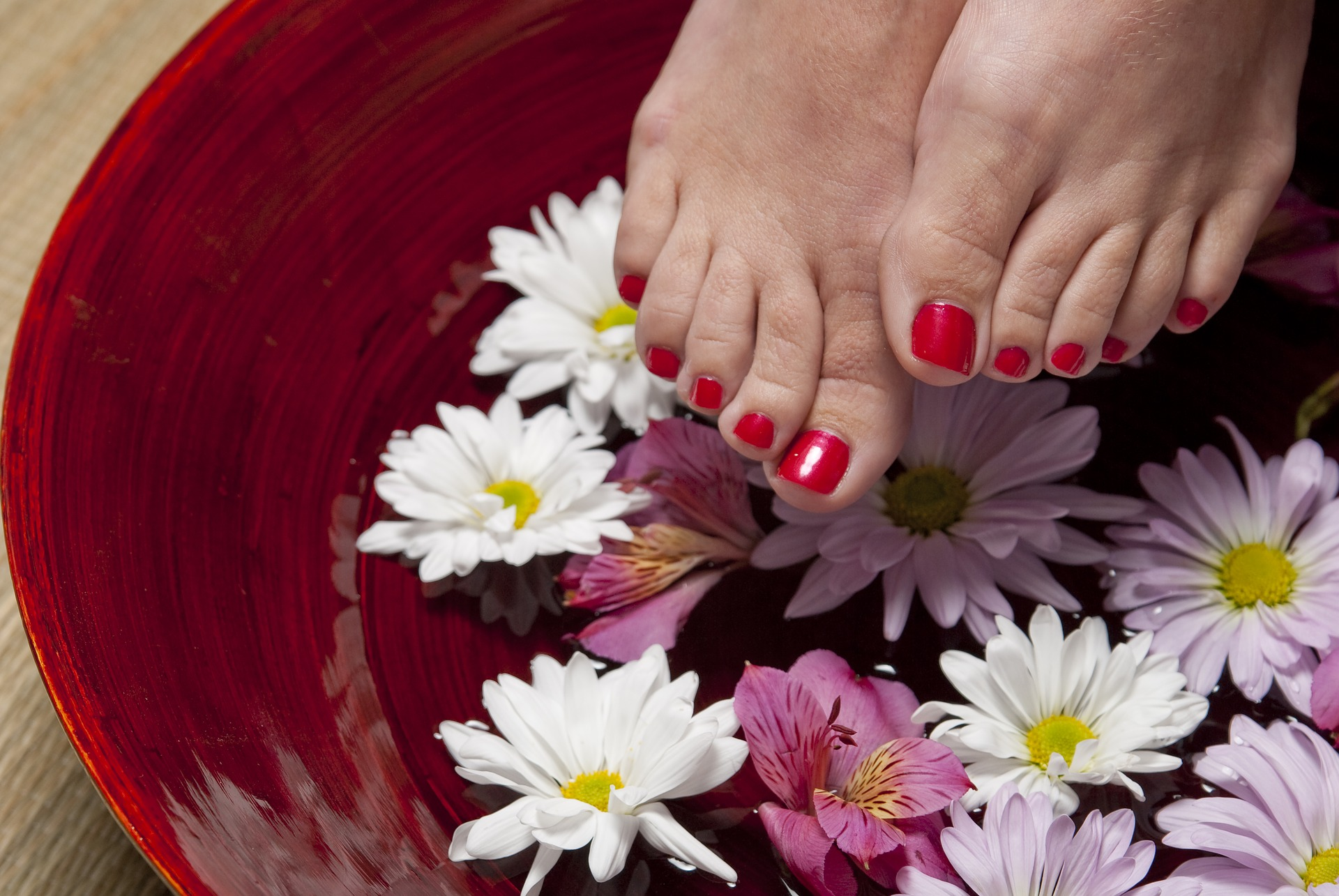 Tips for do it yourself manicure and pedicure gildshire tips for do it yourself manicure and pedicure solutioingenieria Choice Image