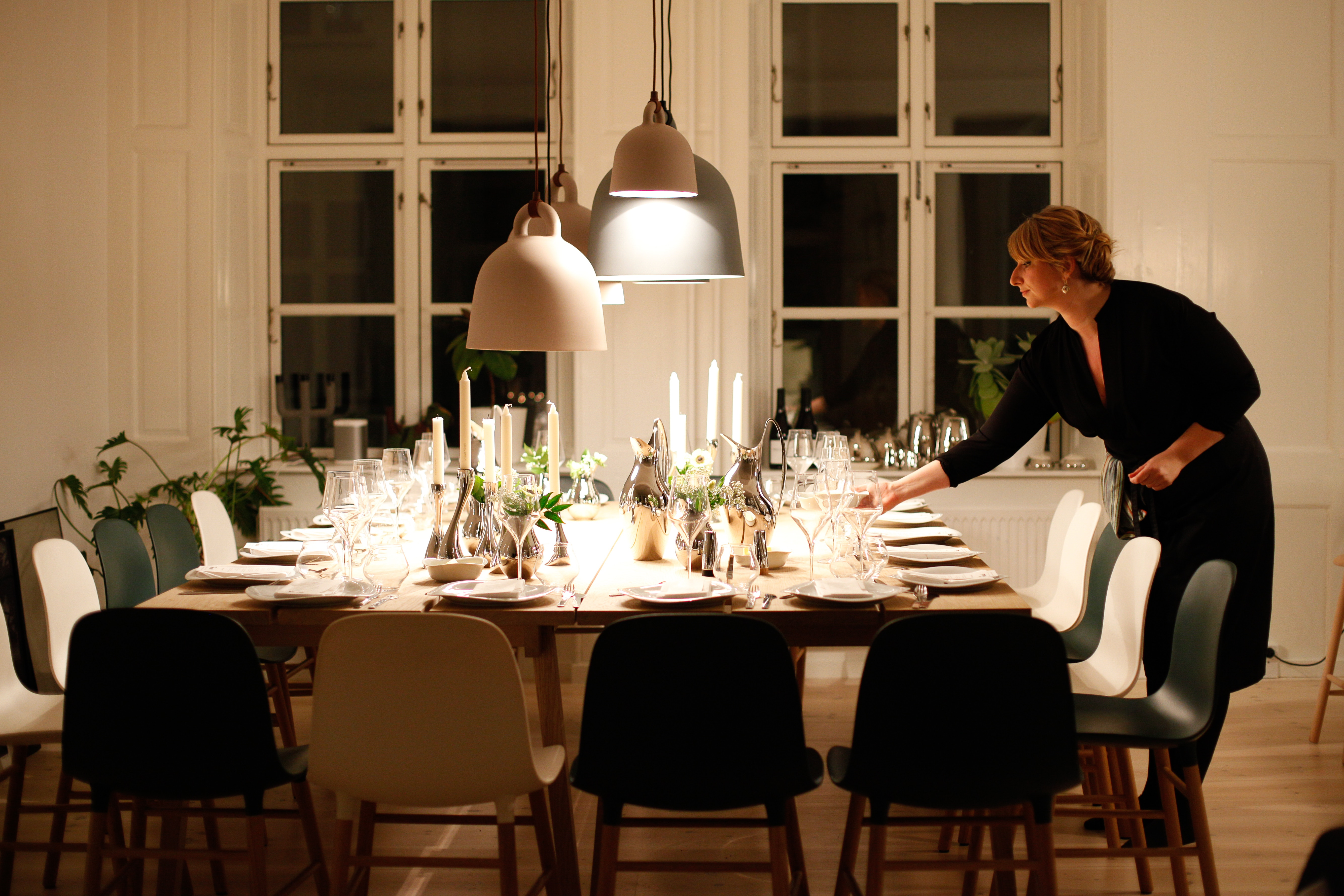 The table that holds the feast is the most important space for a majority of families. It is around that table that everyone gathers to talk and eat, fully immersing themselves in the holiday.