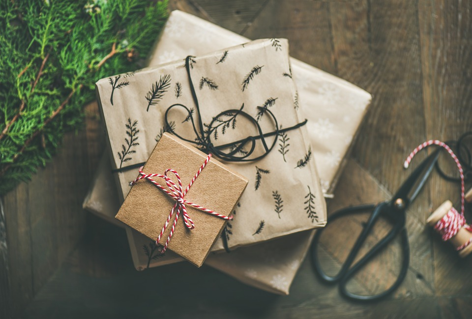 If you are a fan of minimalism, try wrapping your presents in the Brown Kraft paper and accentuating the gift with a strip or two of colorful Christmas wrapping paper.