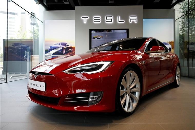 Tesla Motors showrooms are depressingly quiet.