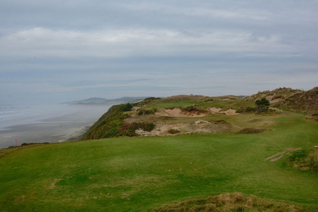 As the fog rolls in, Pacific Dunes resembles no other golf course.