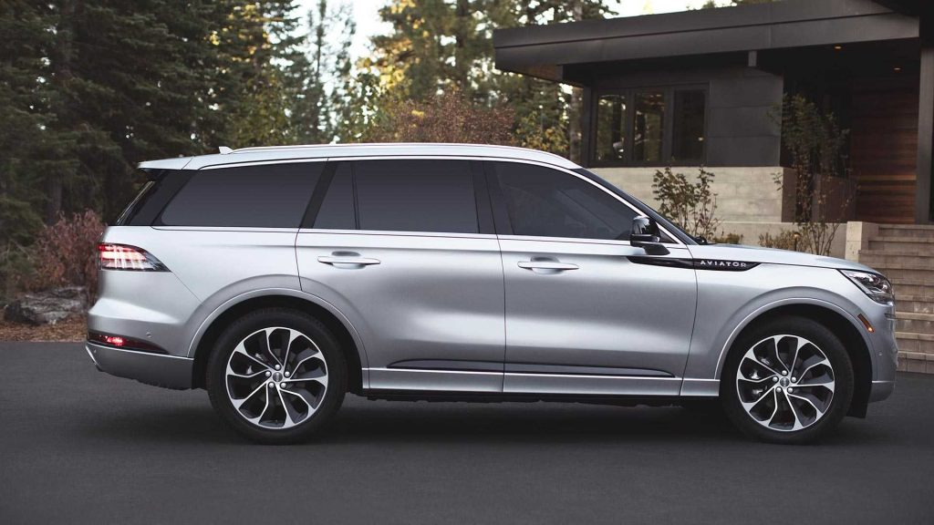 Lincoln Aviator flaws belie the beautiful car's appearance.